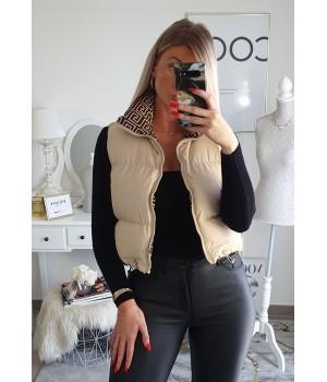 Creamy sleeveless down jacket